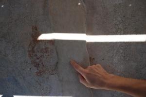 Il ricciolo del bastone con le estremità ampiamente separate dalla crepa